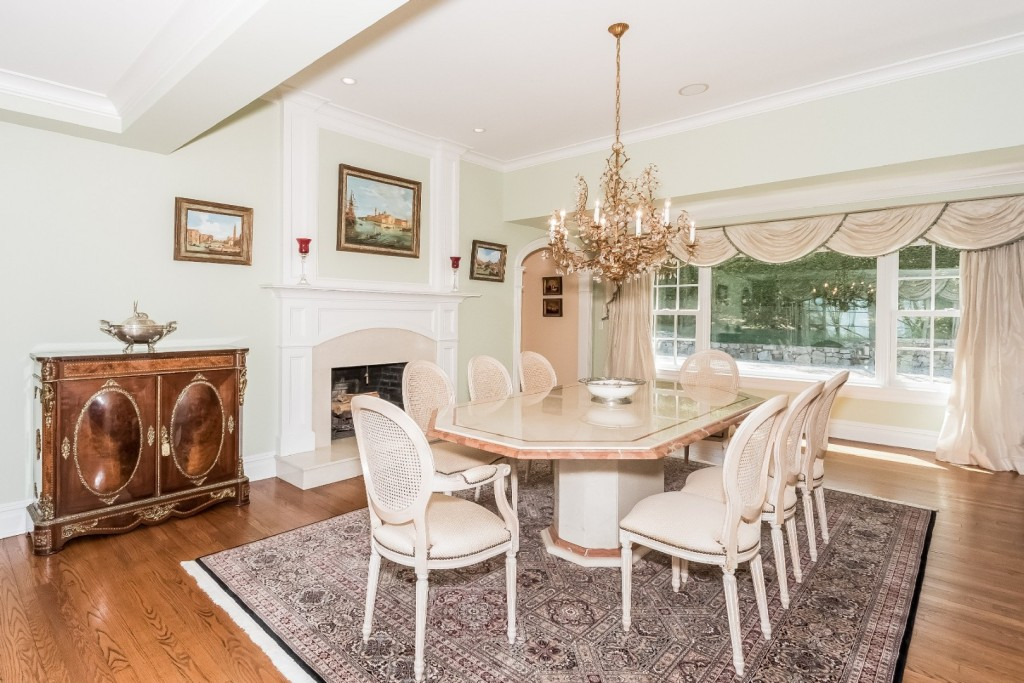 10618944_018-dining_room-2667209-large