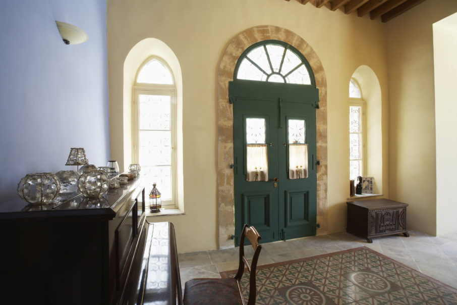 Five Strategies For Decorating Around Arched Windows And